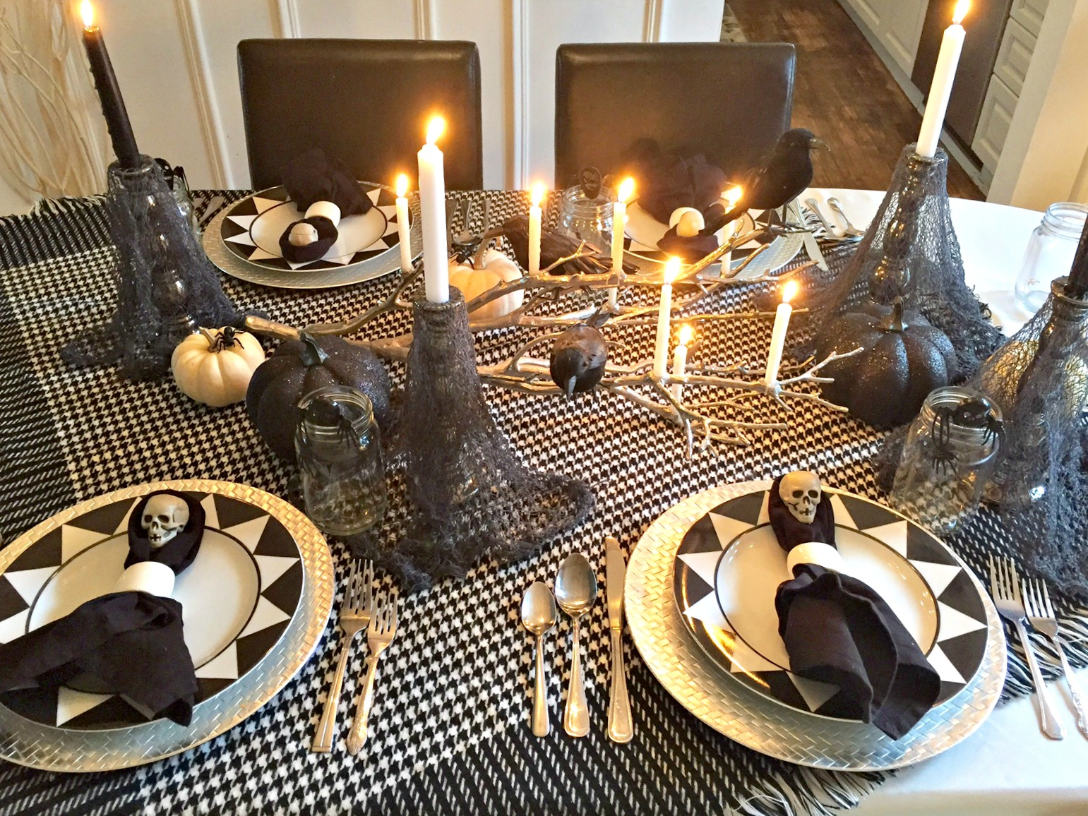 Spooky Halloween Tablescape Ideas With